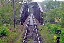 Ocelovému mostu v Týnci nad Sázavou začalo odpočítávání.