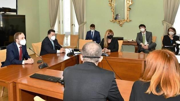Ministr zahraničních věcí Jakub Kulhánek přijal diplomaty vyhoštěné z Moskvy.