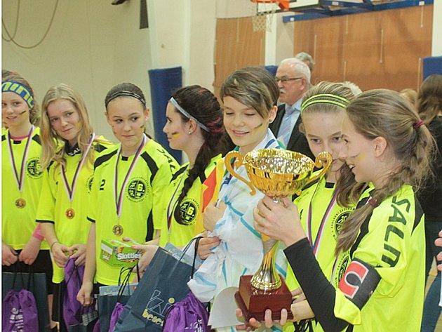 Vyhlášení výsledků Mistrovství mladých florbalistů v Benešově.