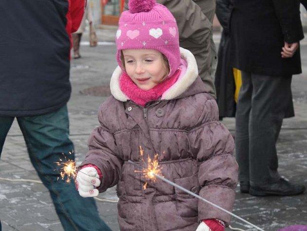 Křest publikace se odehrával v radničním sklípku, hromadné zdobení vánočních stromků a perníčků na Masarykově náměstí.