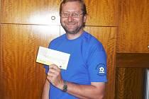 Václav Hromas, trenér fotbalistů Ostředka, zvítězil v 11. kole Jarní Fortuna ligy BND a získal stokorunovou poukázku od sázkové kanceláře Fortuna a tričko.