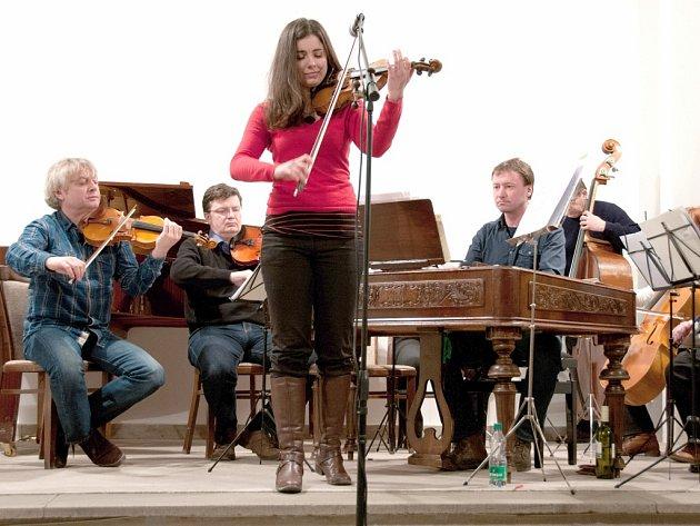 Markéta Janoušková s Cimbálovou muzikou Jiřího Janouška.