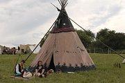 Během akce si mohli zájemci prohlédnout i indiánský tábor.