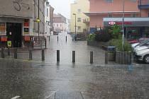 Přes Benešov se přehnala letní bouřka
