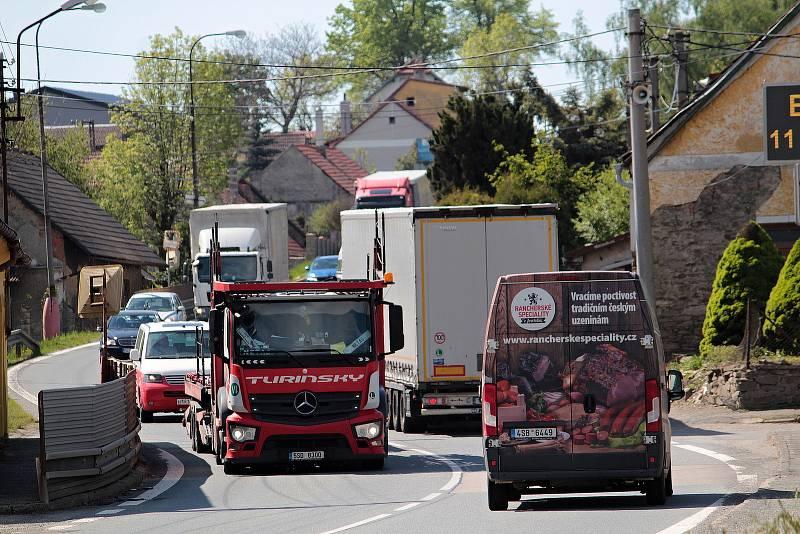Miličín, centrum České Sibiře znají řidiči, kteří projíždějí po silnici I/3 i podle desetiletí nedokončené stavby.