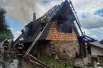 Z požáru rodinného domu v obci Kaliště v pátek 6. srpna 2021.