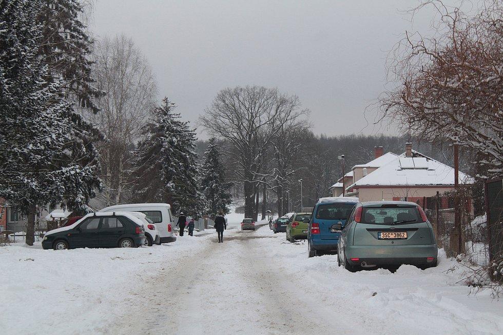 Zasněžený Týnec nad Sázavou v úterý 9. února 2021.