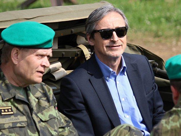 Ministr obrany ČR Martin Stropnický ve VTM Lešany.