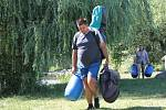 Znojemští vodáci v kempu v týneckém Náklí.