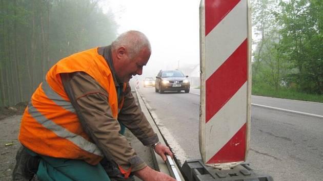 Zatím bez následků na zdraví a životy stavebních dělníků se obešlo budování stezky pro cyklisty a pěší mezi Týncem a Bukovany