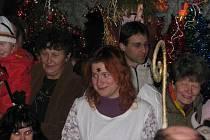 Na Masarykovo náměstí dorazil Mikuláš s andělem v 16.30 tradičně v kočáru.Čerta nezapomněli.