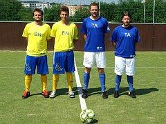 Sergej Šapoval (zcela vlevo) a Štěpán Průcha (vedle něj) před utkáním s táborskými Martinem Šahajdou a Milanem Kuldanem. Benešáci vyhráli 9:5.