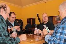 Volený křížový mariáš se hrál na čtyři kola po jedné hodině. O vítězství rozhodovalo umístění u stolu, zisk bodů a nahrané peníze.
