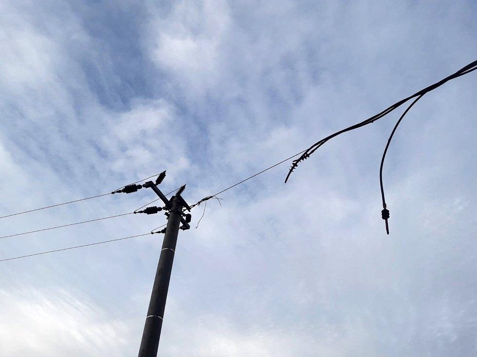 Přetržené dráty elektrického vedení
