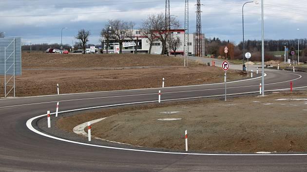 Křižovatka na Červených Vršcích v Benešově v březnu roku 2021.
