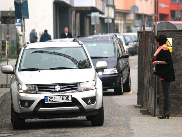 Přecházení chodců v Tyršově ulici.