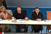 Úředník a votický zastupitel Viktor Červ (vpravo) se ve střetu zájmů necítí.