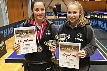 Vlašimské medailistky - Tereza Pytlíková (vlevo) a Anna Matějovská.