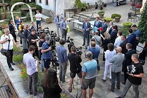 Tisková konference členů Vlády ČR v čele s premiérem Andrejem Babišem při návštěvě středních Čech.