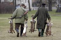 Krajská veterinární správa pro Středočeský kraj obnovila proplácení zástřelného za lišky předané k vyšetření na vzteklinu v částce 380 korun za lišku.