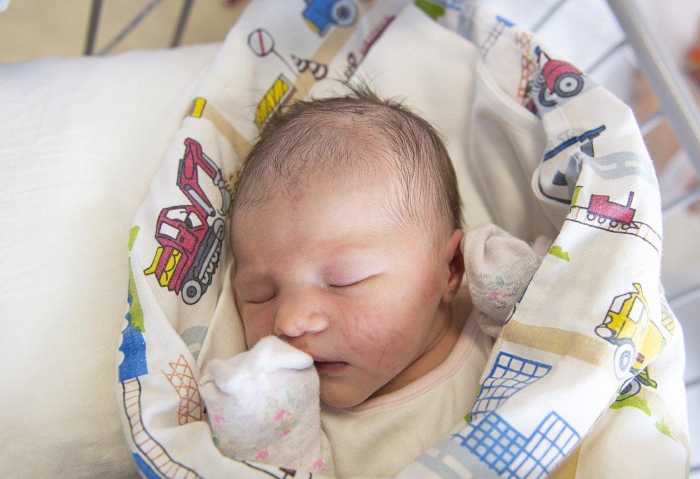 Ester Kalina z Pátku se narodila v nymburské porodnici 24. února 2021 v 17.46 hodin s váhou 3290 g a mírou 49 cm. Z holčičky se radují maminka Kateřina, tatínek Roman a sestřička Sofie (5 let).