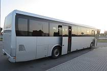 Obyčejná kolize autobusu Iveco vezoucího děti a osobního vozu Hyundai odhalila, že autobusák má v sobě tři promile.