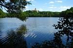 Hráz Konopišťského rybníka a objekty pod ní.