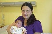 Emílie se narodila manželům Věře a Leošovi Dvořákovým 24. června v 0.37, kdy měla 2750 gramů a 46 centimetrů. Doma ve Voticích na ni čekají bráškové Matěj (4,5) a Vojta (2,5).