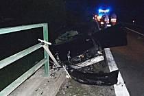 Z noční havárie osobního vozidla u Předboje 26. května 2020.