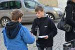 Před kostelem sv. Mikuláše v Benešově bylo v neděli rušno