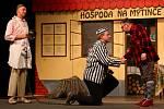 Festival Voskovcova Sázava: z představení Hospoda Na mýtince v podání divadelního spolku Trapas.