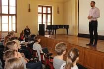 Přednášky s prostým názvem Ochrana reprodukčního zdraví se včera zúčastnili i v rámci Českého dne proti rakovině, který připadal právě na včerejšek, studenti Gymnázia Benešov.