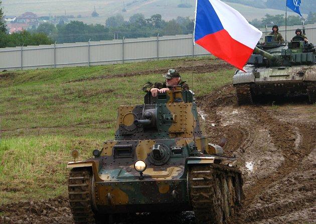 Desátý Tankový den ve vojenském technickém muzeu v Lešanech.