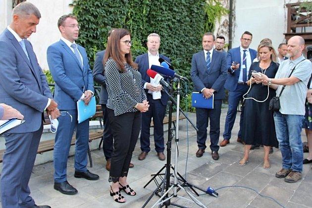 Tisková konference členů Vlády ČR včele spremiérem Andrejem Babišem při návštěvě středních Čech.