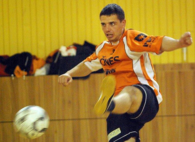 Střídající Josef Řehák byl klíčovou postavou vítězných deblových zápasů druhého semifinálového utkání Šacungu s Českými Budějovicemi.