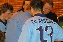 Vysokým vítězstvím a dobrou taktikou v Sokolově si hráči Arsenalu Benešov zpříjemnili vánoční svátky