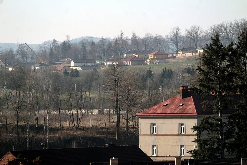 Benešov při pohledu ze střechy kostela sv. Anny - Mariánovice přes Táborská kasárna.