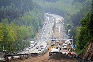 Dálnice D1 prochází rozsáhlou modernizací. Kvůli bezpečnosti při práci cestářů hlídají rychlost na zúžených úsecích kamery.