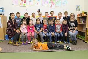 Prvňáčci z Vrchotových Janovic ve školním roce 2019/2020.