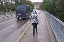 Při rekonstrukci nebudou moci využívat most přes Sázavu ani chodci. Ilustr. foto.