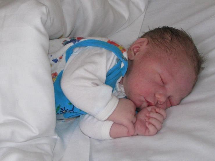 Tomáš se narodil 5. ledna po půl šesté Zdeňce a Jaromírovi Drábovým z Týnce nad Sázavou. Po narození vážil 4,04 kg a měřil 50 cm. Doma na něj čeká pětiletý bráška Jaromír.