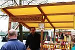 Trhovci se opět sjeli na Masarykovo náměstí, aby zahájili sezónu farmářských trhů v Benešově.