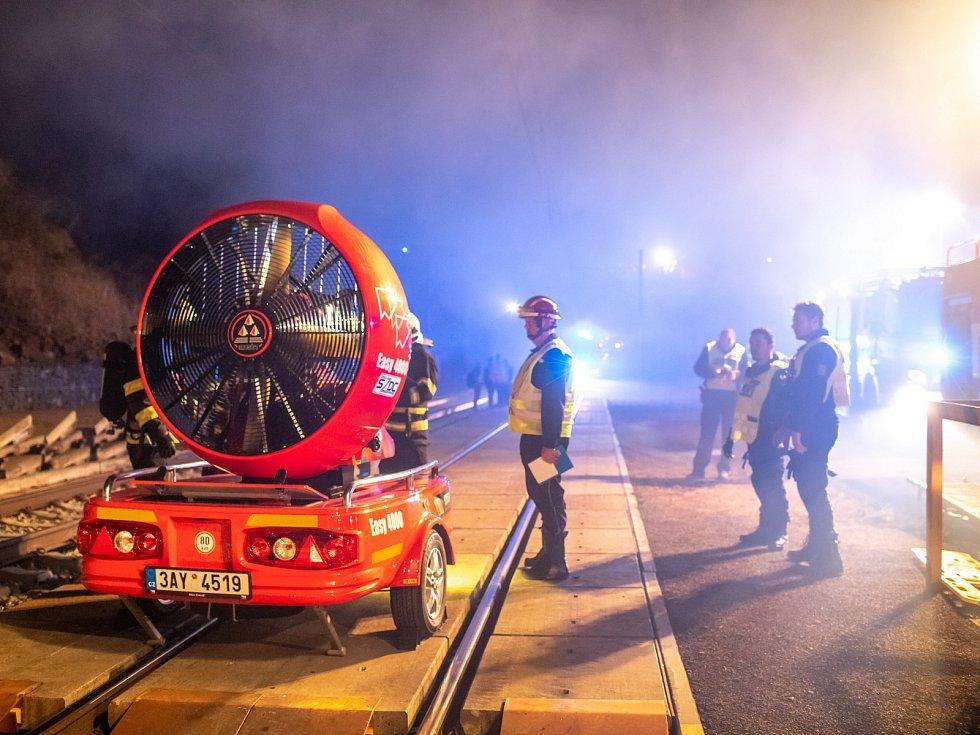 Cvičení IZS ve votickém železničním tunelu.