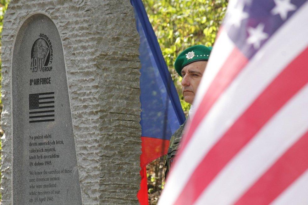Pieta u pomníku americkým letcům na Konopišti.