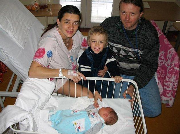 Marcele a Marcelovi Polidarovým se 13. ledna v 8.20 narodil syn Adrian. Po narození vážil 4,2 kg a měřil 52 cm. Doma v Zahořanech se na něj těší bratříček Damián (3,5roku).