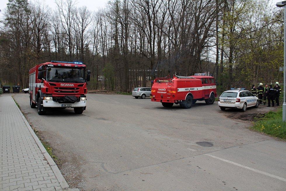 Kvůli stromům na elektrickém vedení nešel ve čtvrtek 6. května odpoledne proud například v Peceradech nebo na Brodcích.