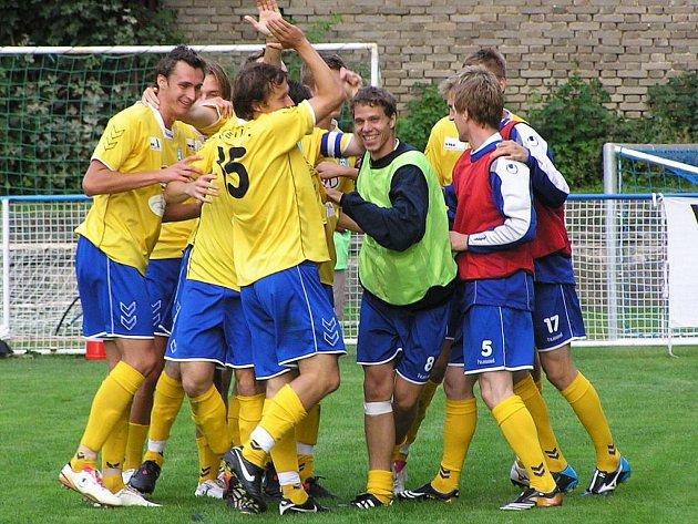 Největší událostí sportovního roku na Benešovsku byl postup fotbalistů FC Graffin Vlašim po 29 letech do II. fotbalové ligy, kterou rozjeli na výbornou. Navíc se kanonýrem II. ligy stal se třinácti góly Vladimír Bálek.