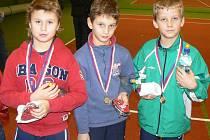 Medailisté z Babytenisu. Zleva: druhý Filip Kopecký z Kelly Tenis Academy, třetí Jindra Turzik z Votic a první Milan Válek z Kolovrat