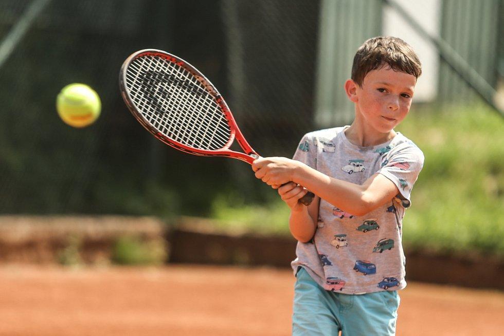 Tenis je komplexní sport, říká trenér František Sysel. Je potřeba mít jak vytrvalost, tak i výbušnost. Tenisté jsou v podstatě atleti.