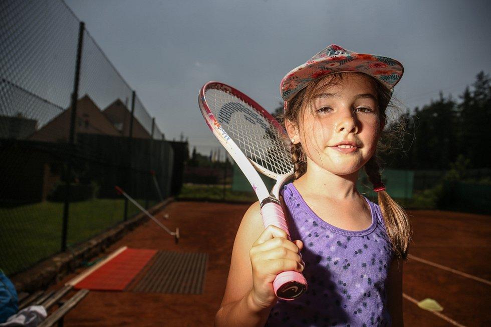 Jde o to, aby děti sport bavil, potom se mohou zlepšovat. Kondiční tréninky jsou u menších dětí více dohromady, snažíme se s nimi hrát i různé soutěže a hry, aby je to co nejvíce bavilo, vysvětluje šéftrenér František Sysel.